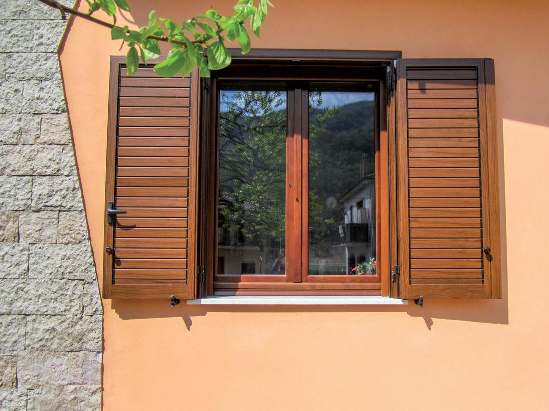 L 39 infisso finestre in legno e alluminio for Scurini per finestre